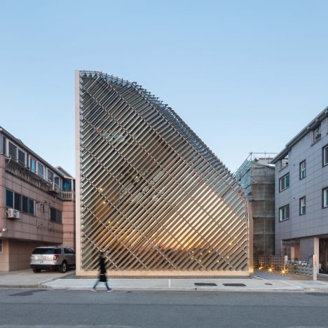 Aluminium louvres cover curving walls of house and cafe in South Korea
