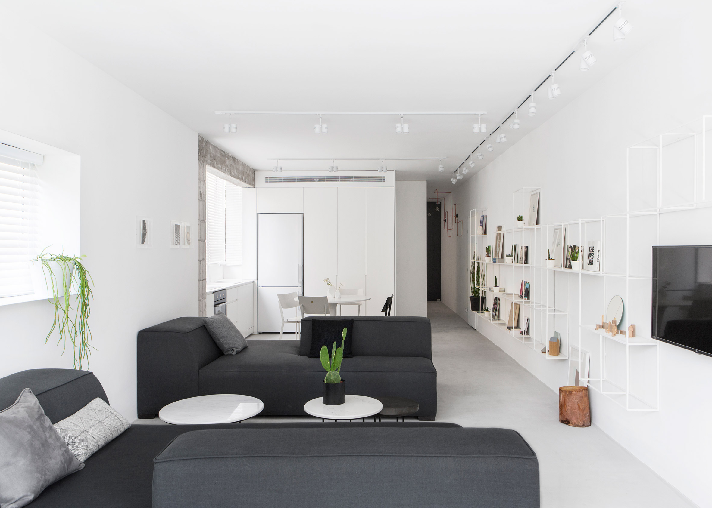 Minimalist Tel Aviv apartment by Yael Perry