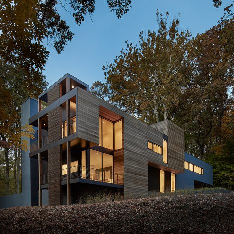 Mohican Hills House by Robert Gurney Architect overlooks the Potomac River