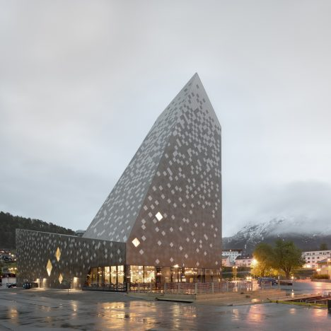 Norwegian climbing centre by Reiulf Ramstad Arkitekter resembles a snow-capped mountain