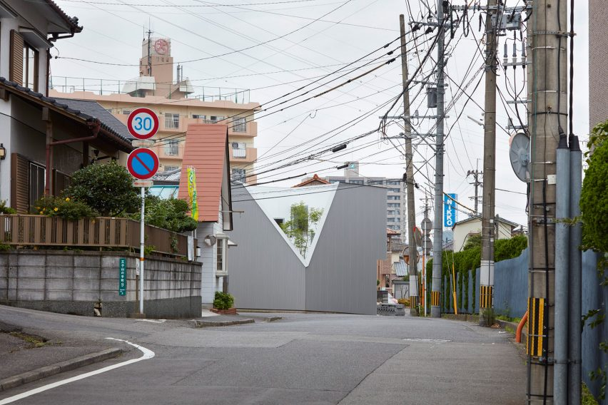 Kenta Eto completes house with sliced-away corner in Japan