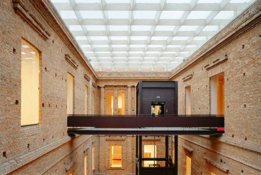 riba-gold-medal-winner-paulo-mendes-da-rocha-architecture-news_dezeen_2364_col_24