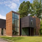 Robert Gurney clusters multiple volumes to create Maryland home