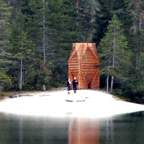 Mobile meditation pavilion by Giovanni Wegher stands on a lake shore in northern Italy