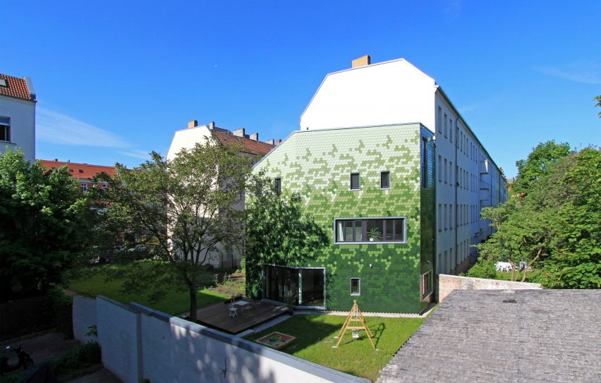 schuppen-family-house-brandt-simon-architekten-berlin-germany-coloured-tile-facade_dezeen_2364_col_10