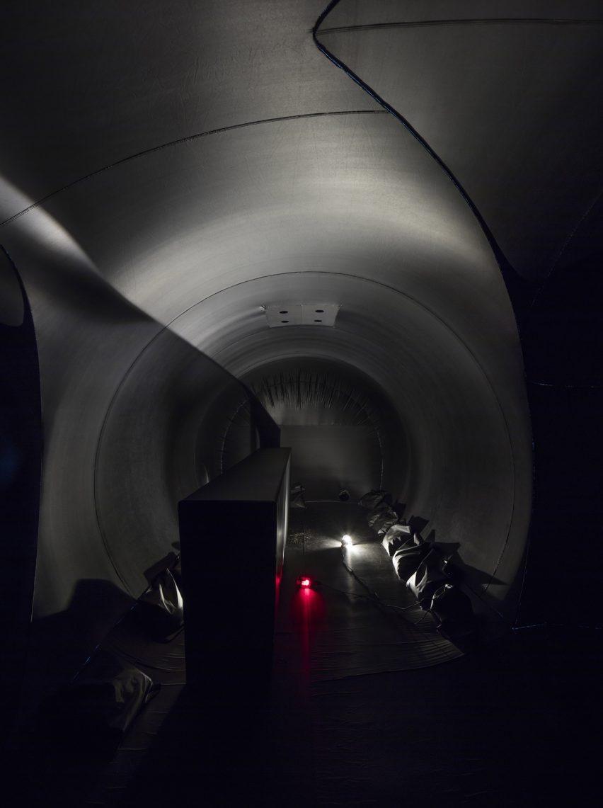 shelter-architecture-black-inflatable-installation-pvc-bureau-a_dezeen_2364_col_10