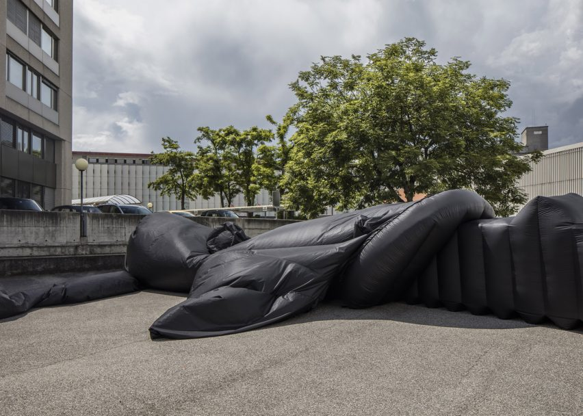 shelter-architecture-black-inflatable-installation-pvc-bureau-a_dezeen_2364_col_4
