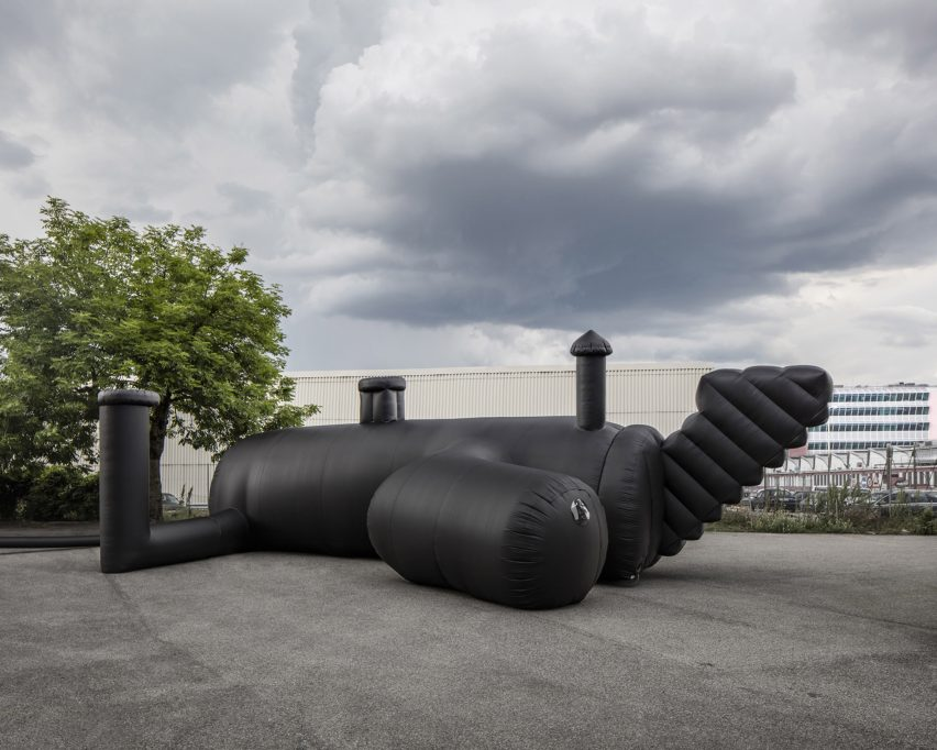 shelter-architecture-black-inflatable-installation-pvc-bureau-a_dezeen_2364_col_5