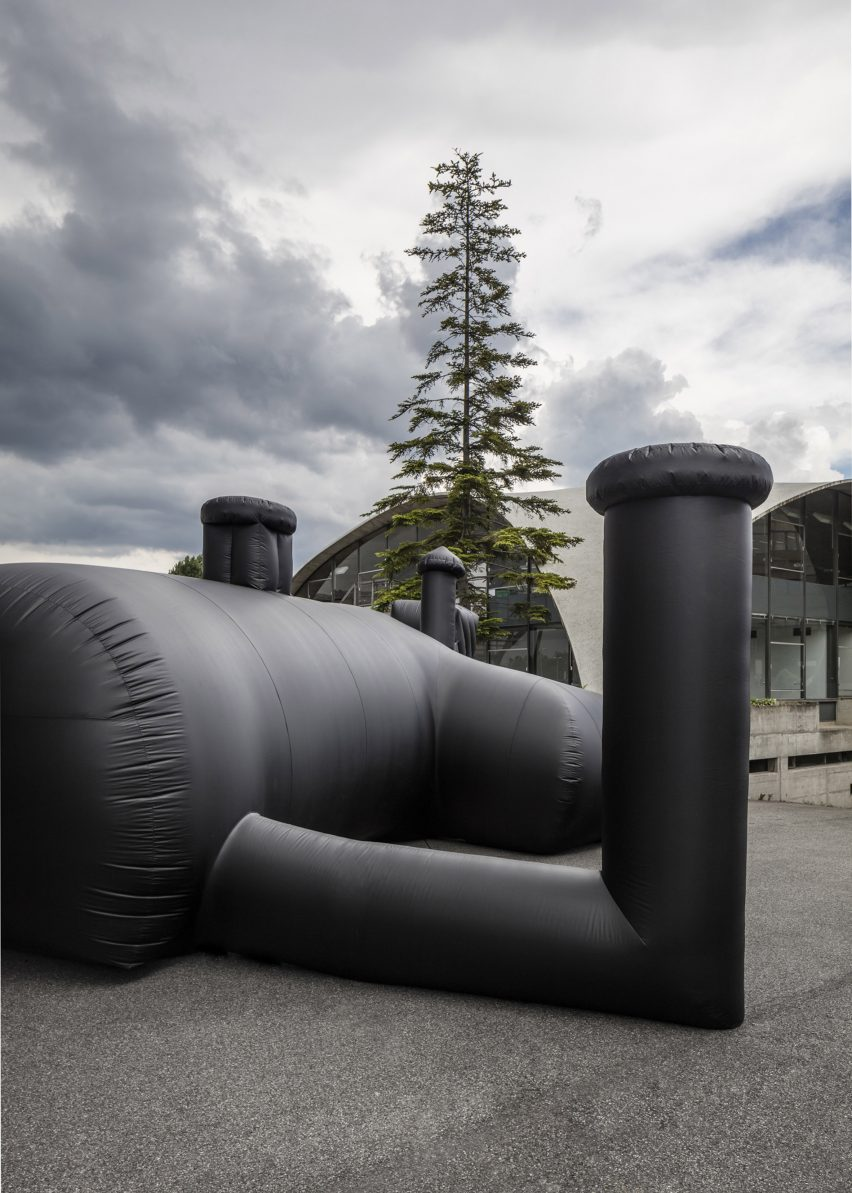 shelter-architecture-black-inflatable-installation-pvc-bureau-a_dezeen_2364_col_6