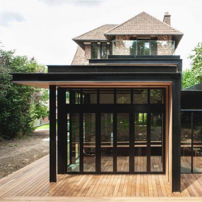 single-house-haut-de-seine-renovation-extension-atelier-lame-france_dezeen_sq
