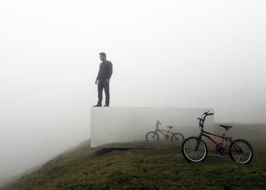 Mirrored observation point by Natura Futura Arquitectura surveys Ecuadorean landscape