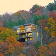 Wesley Walls embeds multi-level home into forested Arkansas hillside