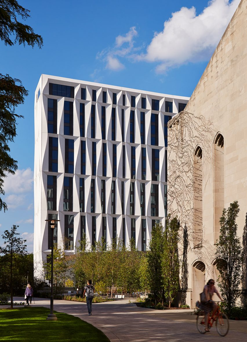 university-of-chicago-campus-north-residential-commons_studio-gang-architects_steve-hall-copyright-hedrich-blessing_dezeen_2364_col_1