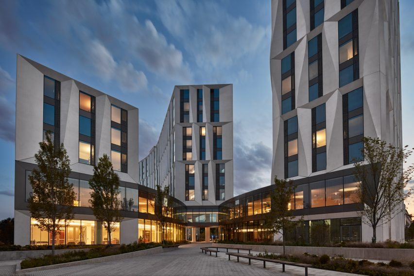 university-of-chicago-campus-north-residential-commons_studio-gang-architects_tom-harris-photography_dezeen_2364_col_1