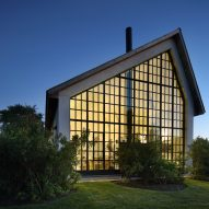 Giant window fills gable end of Hamptons guest house by TA Dumbleton