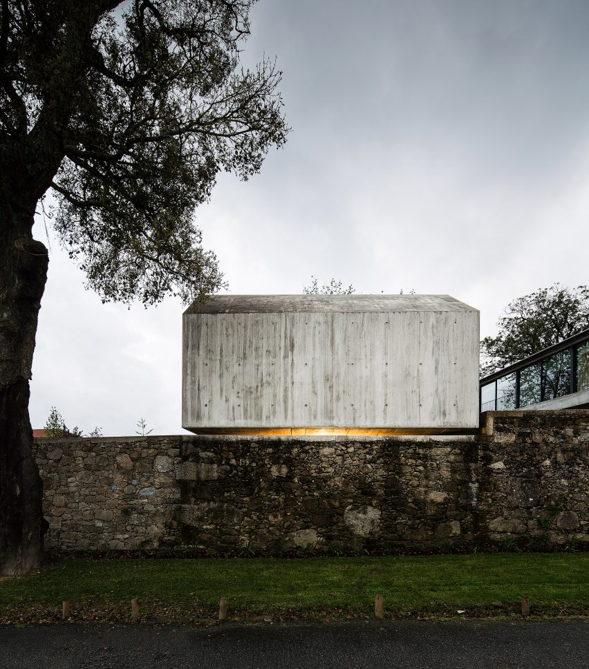 The-Dovecote-by-AZO-Sequeira-Arquitectos-Associados-portugal-architecture_dezeen_2364_col_1