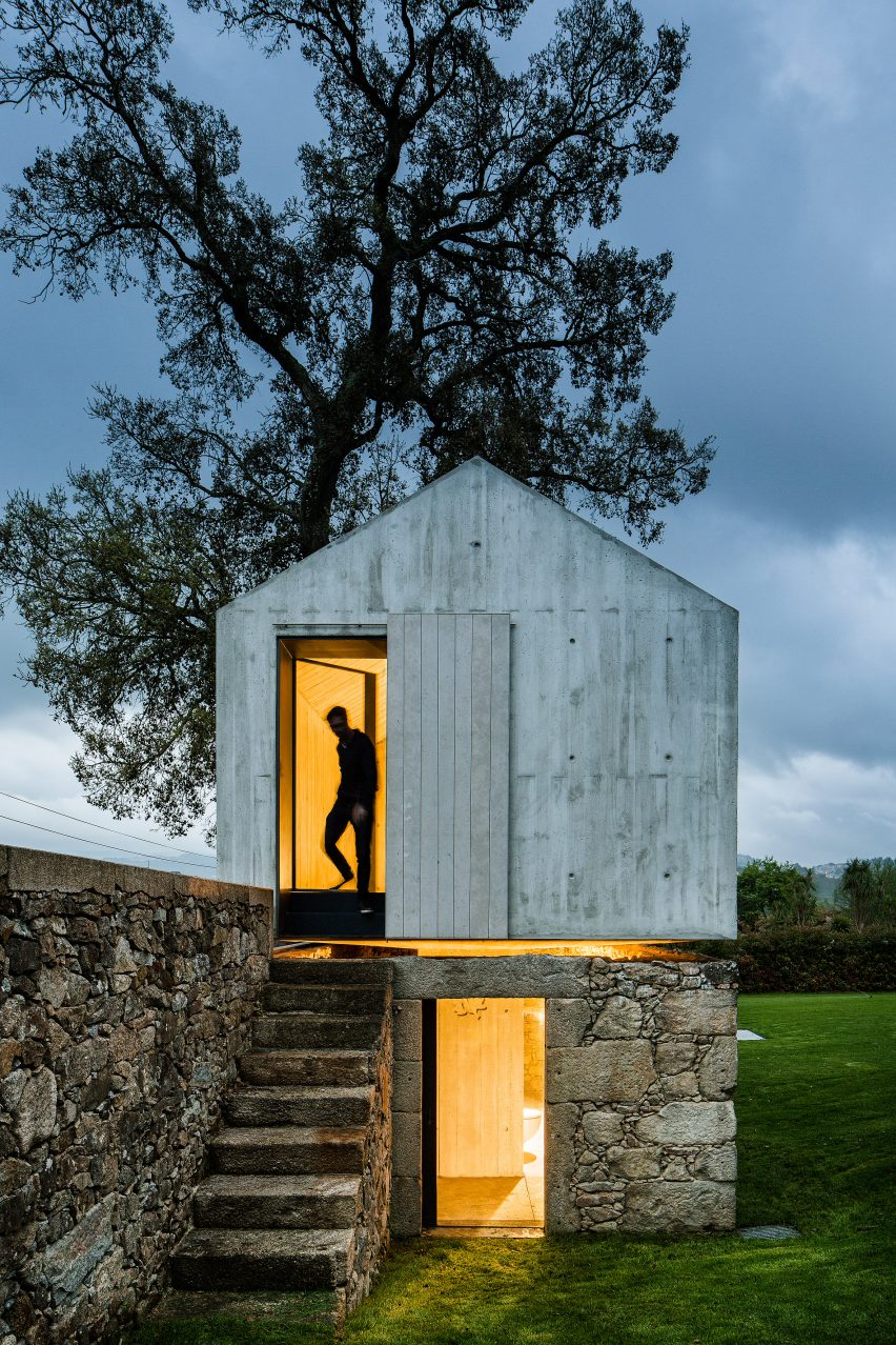 The-Dovecote-by-AZO-Sequeira-Arquitectos-Associados-portugal-architecture_dezeen_2364_col_4