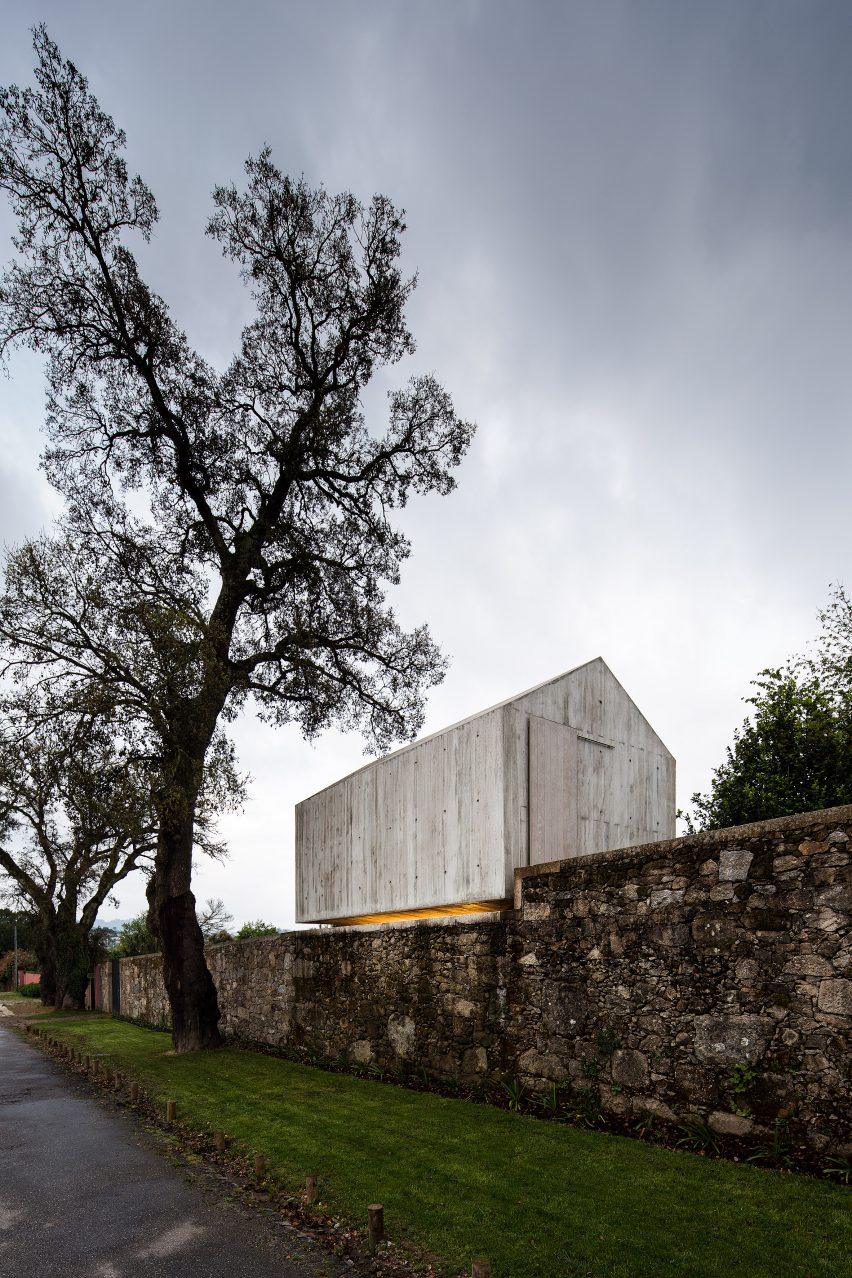 The-Dovecote-by-AZO-Sequeira-Arquitectos-Associados-portugal-architecture_dezeen_2364_col_9