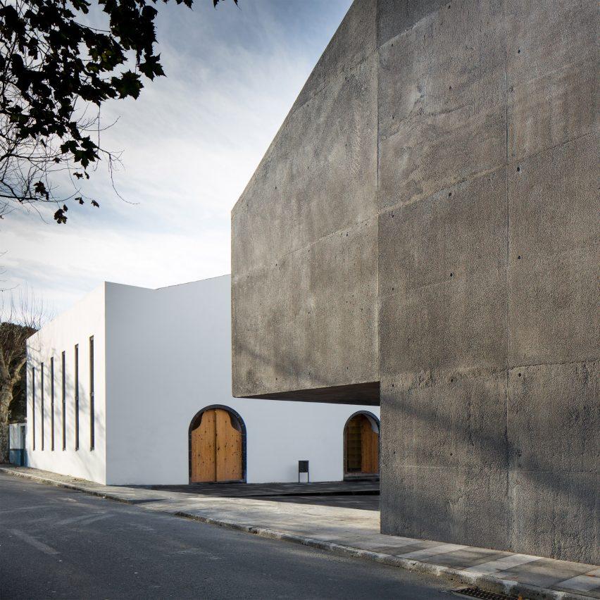 arquipelago-contemporary-arts-centre_menos-e-mais-arquitectos-associados_2015_ribeira-grande-portugal-riba-international-prize-shortlist-2016-sq_dezeen_2364_col_0