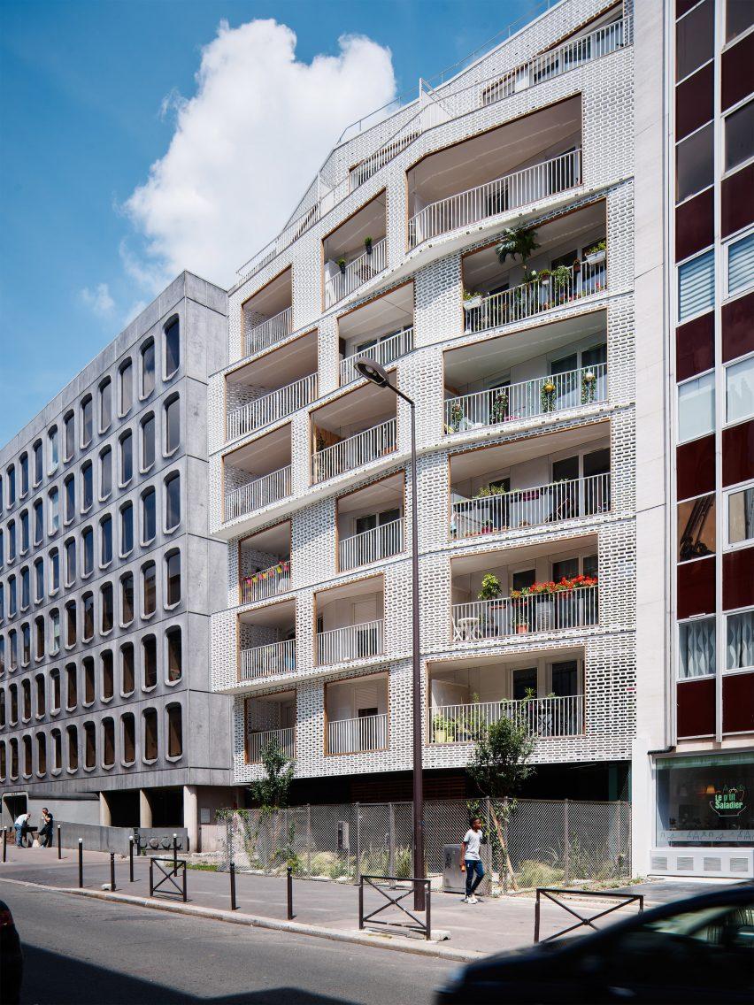 Odile Guzy Architectes adds white lattice screens to Paris ...