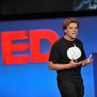 bjarke-ingels-ted-talk-photo-james-d-davidson_dezeen_sq
