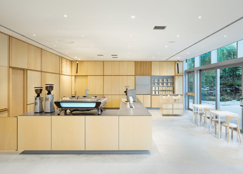 Blue Bottle Coffee Roppongi by Schemata Architects