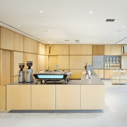 blue-bottle-coffee-cafe-schemata-architects-interiors-roppongi-tokyo-japan_dezeen_sq