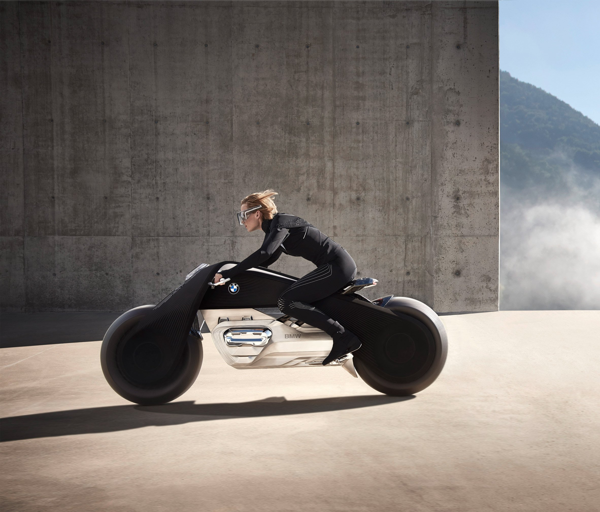 BMW unveils super-safe motorcycle that can't fall over