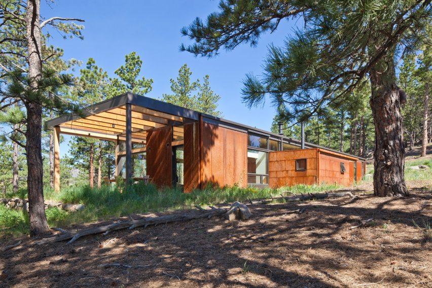 Boulder cabin by Dynia