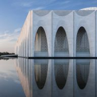 Arched walkway wraps Muslim centre near Beijing by He Jingtang