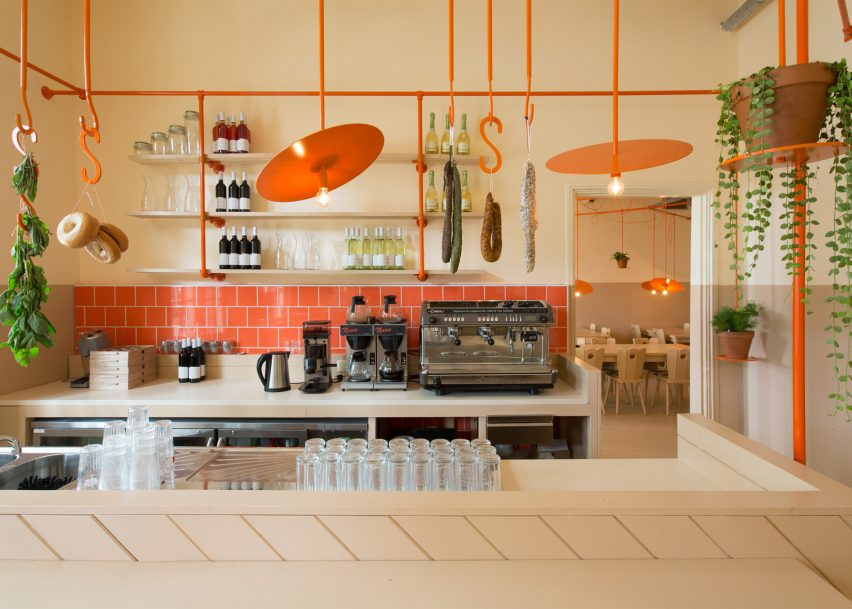 Hangop Bar by Overtreders W