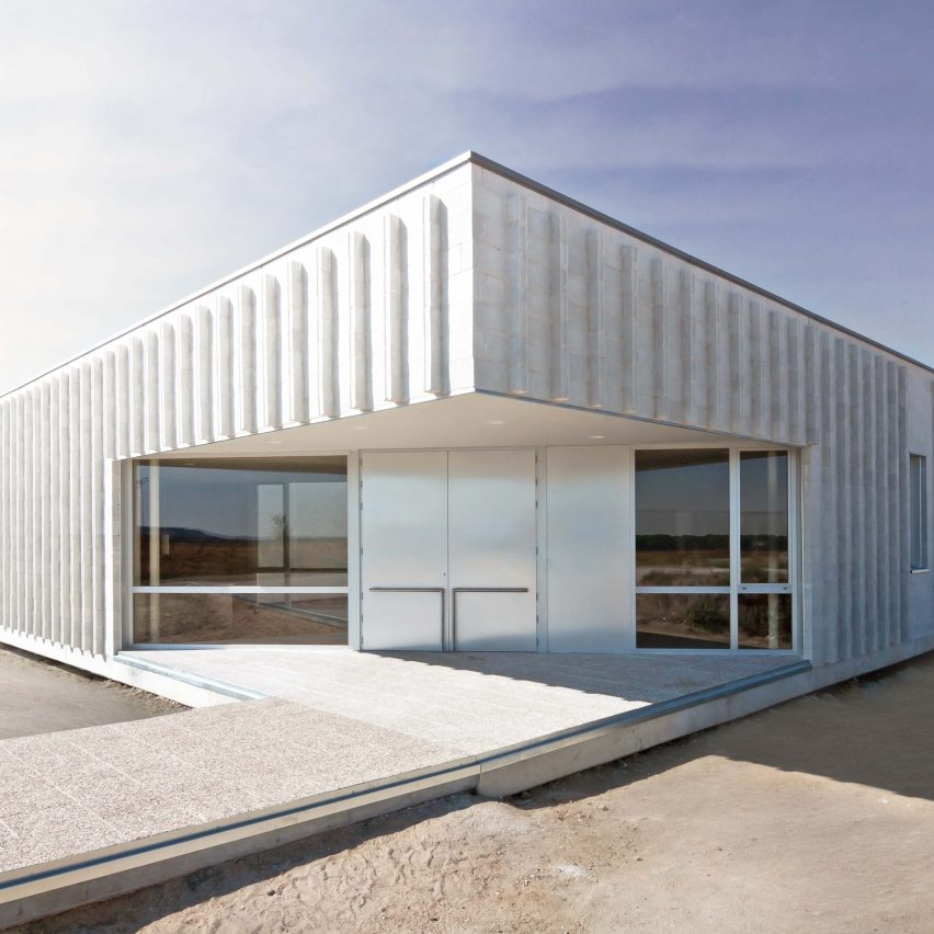 Scar miguel ares lvares creates abstract and hard care for Handicapped housing