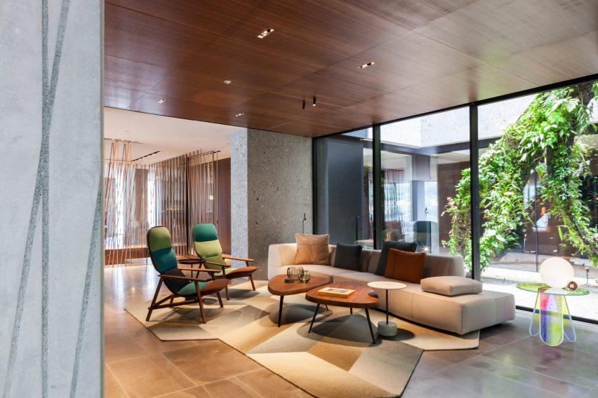 lake-como-hotel-patricia-urquiola-hotel-interior-italy_dezeen_2364_col_17