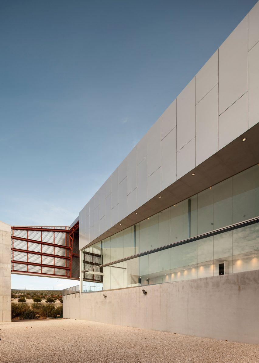 lucena-auditorium-mx-si-architecture-cultural-spain_dezeen_2364_col_10
