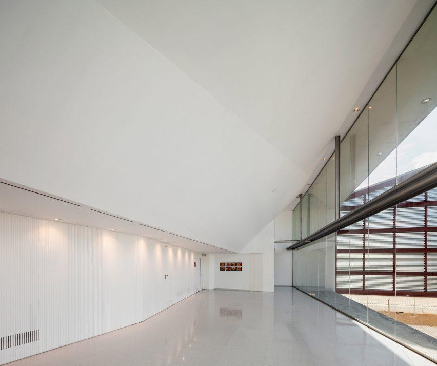 lucena-auditorium-mx-si-architecture-cultural-spain_dezeen_2364_col_11