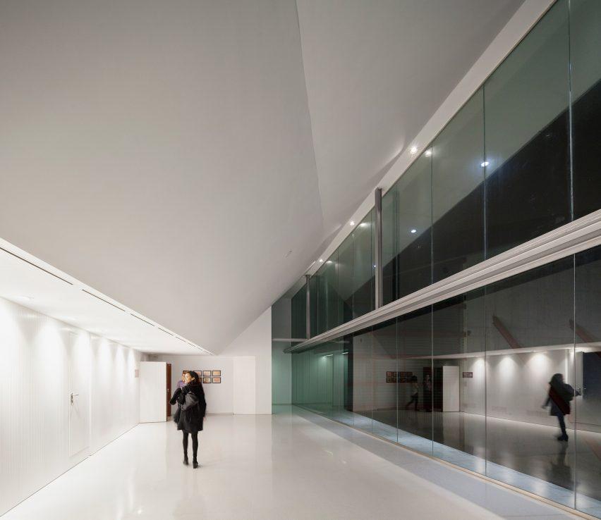 lucena-auditorium-mx-si-architecture-cultural-spain_dezeen_2364_col_12