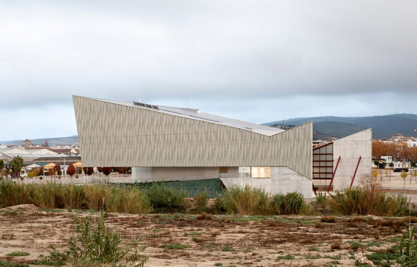 lucena-auditorium-mx-si-architecture-cultural-spain_dezeen_2364_col_14