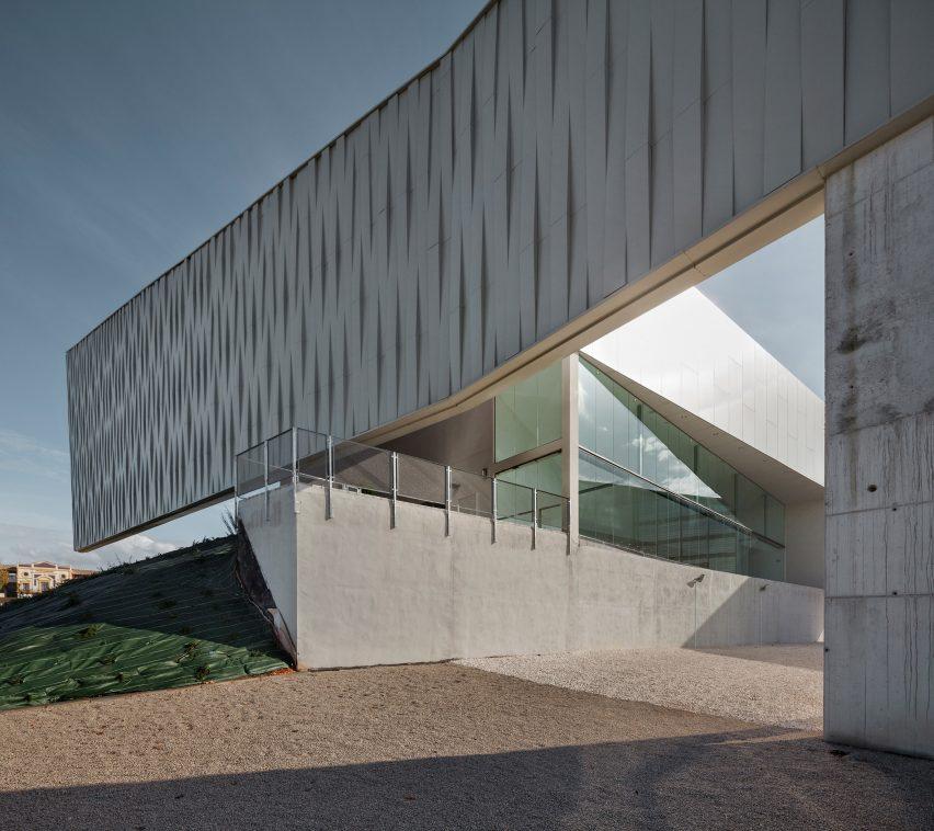 lucena-auditorium-mx-si-architecture-cultural-spain_dezeen_2364_col_9