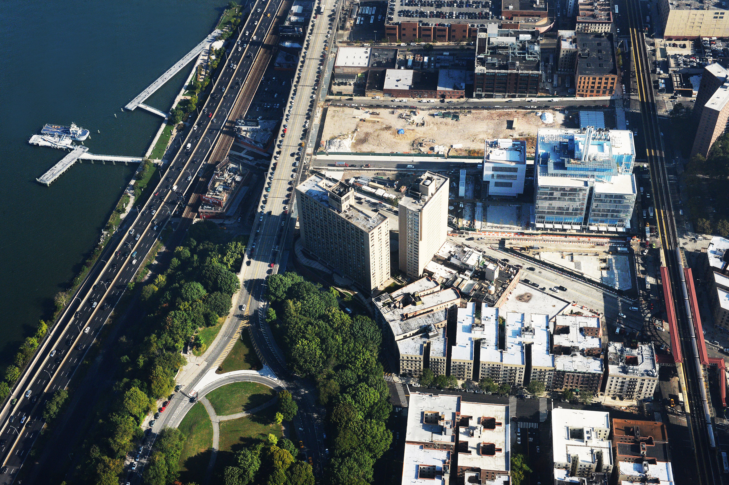 "Renzo Piano completes ""palace of light"" for Columbia University medical researchers"