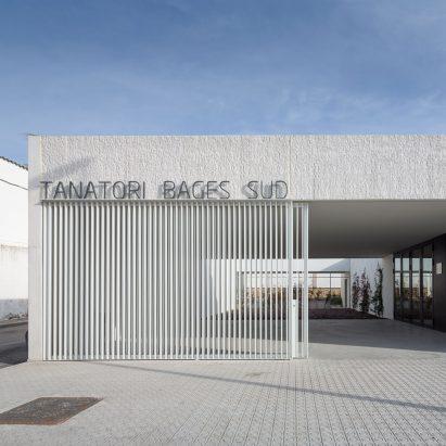 Morgue in Sant Vicenç de Castellet by Barceló Balanzó Arquitectes