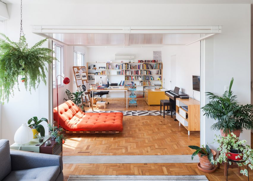 Oscar Freire Apartment by Claudia Bresciani and Júlia Risi