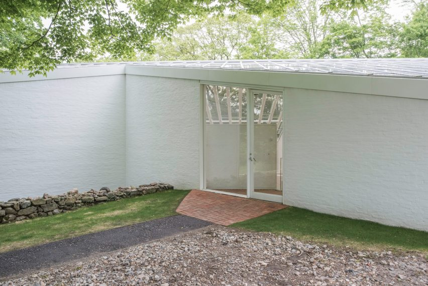 Restoration of the sculpture gallery at Philip Johnson's Glass House