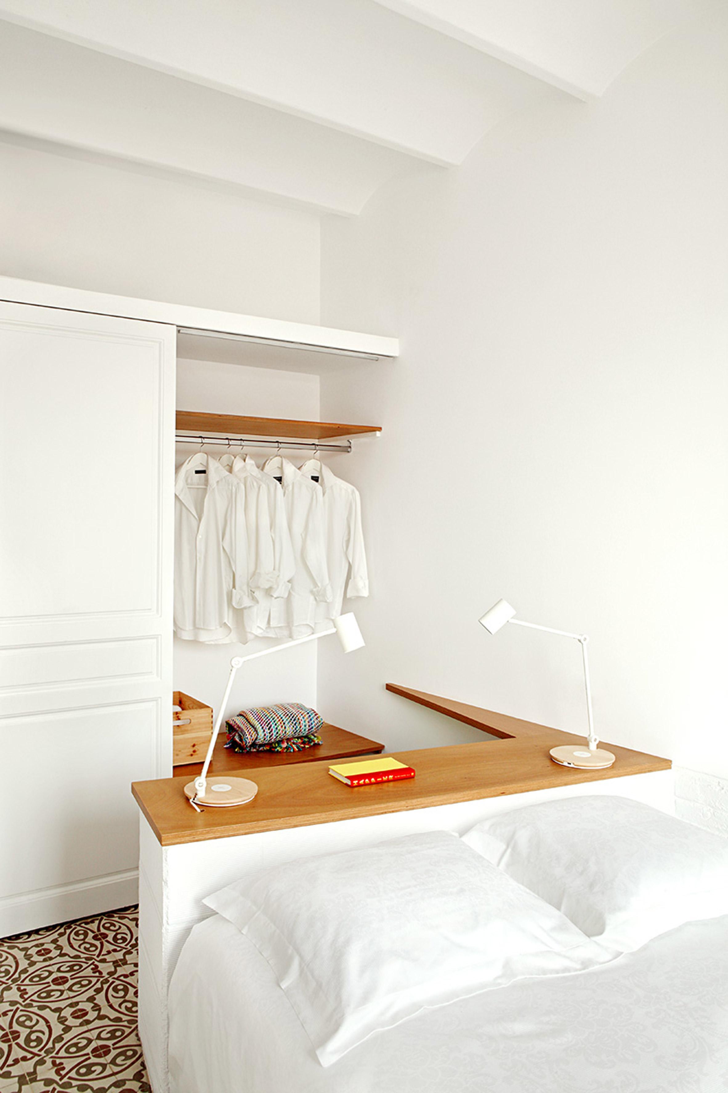 https://static.dezeen.com/uploads/2016/10/piso-pereiv44-miel-arquitectos-interiors-barcelona-apartment-residential_dezeen_2364_col_13.jpg