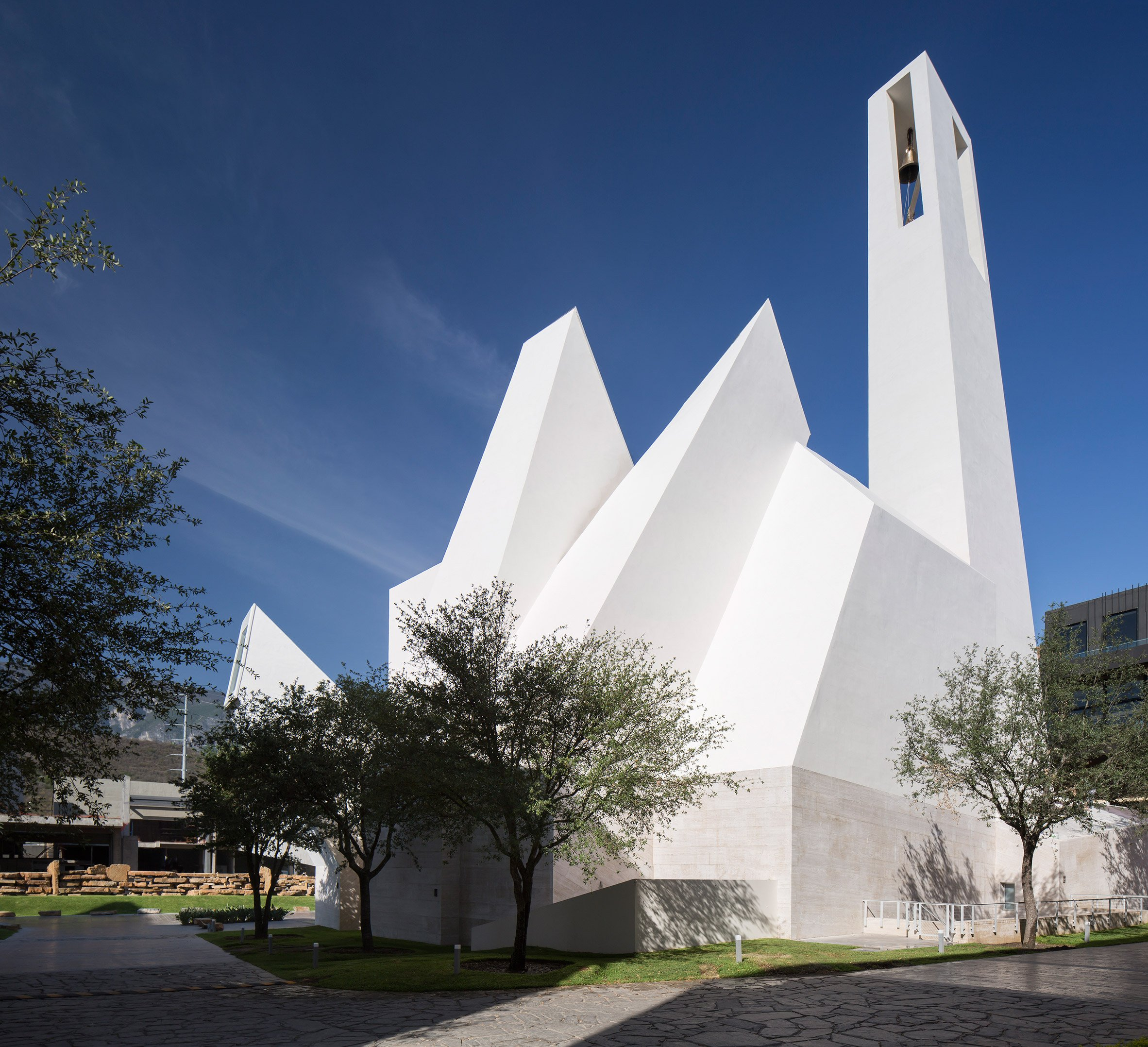 Crystalline church by Moneo Brock sits against a mountainous backdrop in Monterrey