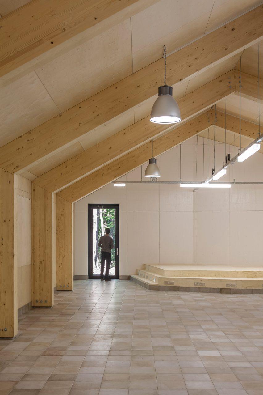 reseta-zonnewende-theatre-hall-architecture-brick-netherlands_dezeen_2364_col_11