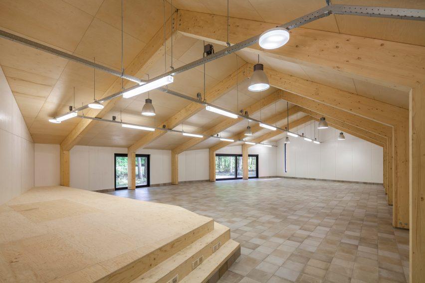 reseta-zonnewende-theatre-hall-architecture-brick-netherlands_dezeen_2364_col_12