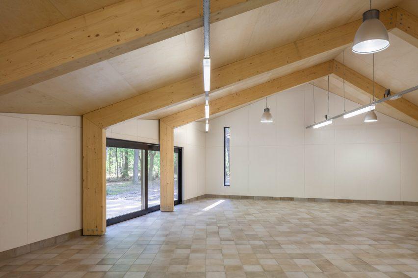 reseta-zonnewende-theatre-hall-architecture-brick-netherlands_dezeen_2364_col_13