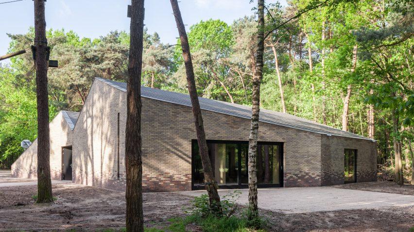 reseta-zonnewende-theatre-hall-architecture-brick-netherlands_dezeen_2364_col_2