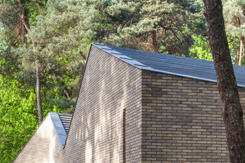 reseta-zonnewende-theatre-hall-architecture-brick-netherlands_dezeen_2364_col_4