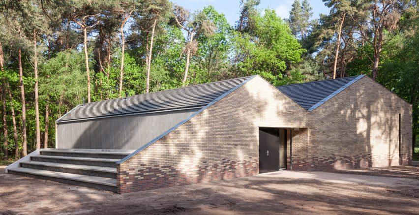 reseta-zonnewende-theatre-hall-architecture-brick-netherlands_dezeen_2364_col_6